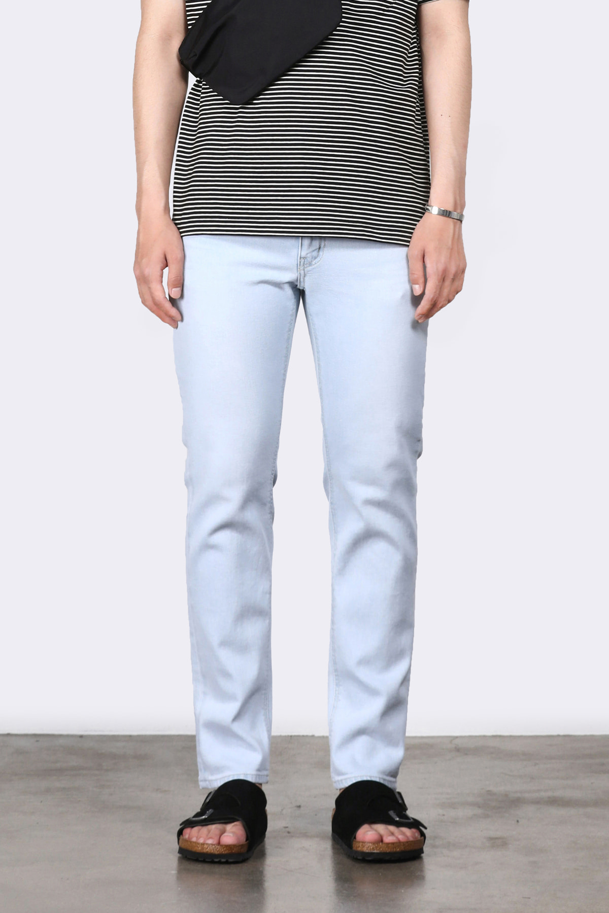 #0207 refined ice slim crop jeans